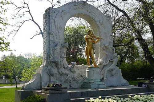 ヨハン・シュトラウス像